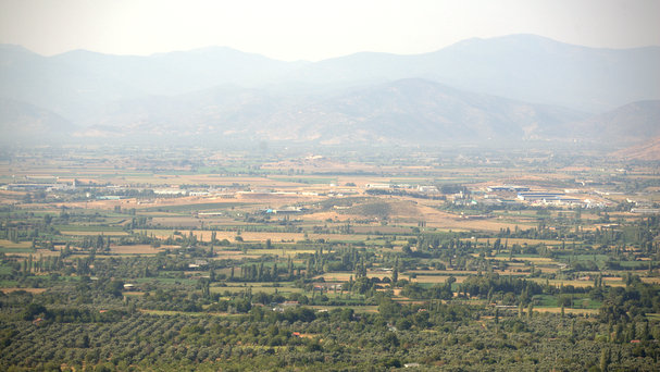 The view across to the other side of the Kuçuk Menderes valley.