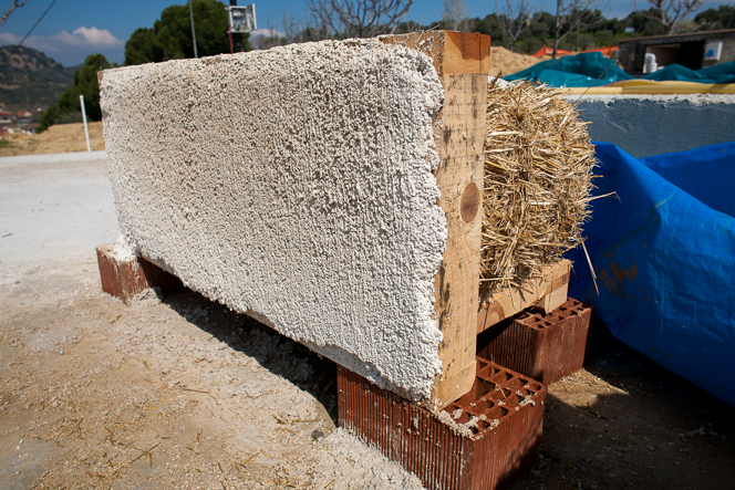 Plaster testing: two coats of lime plaster on a straw bale